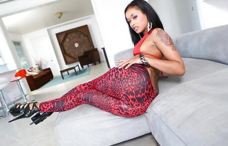 Ebony Bikini Pictures